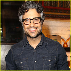Jane the Virgin's Jaime Camil Joins Broadway's 'Chicago'