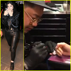 Kylie Jenner Inks Up Her Finger in NYC!
