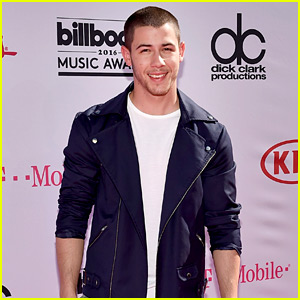 Nick Jonas Is All Smiles on Billboard Music Awards 2016 Red Carpet!