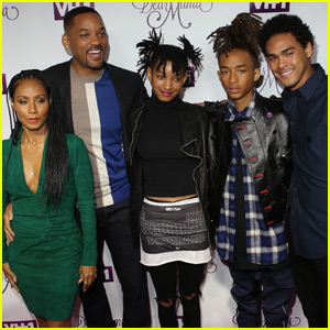 Jaden & Willow Smith Join the Whole Family at 'Dear Mama' Premiere