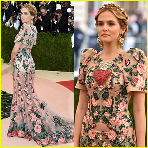Zoey Deutch Wears Gold Crown to Met Gala 2016