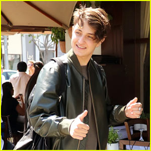 Anwar Hadid Grabs Post-Birthday lunch with Dad Mohamed