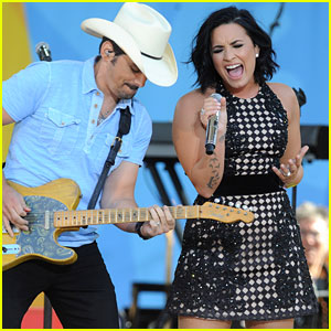 Demi Lovato Gives Surprise Performance During Brad Paisley's 'GMA' Concert (Video)