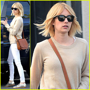 Emma Roberts Goes Back To Blonde For 'Scream Queens' Season Two