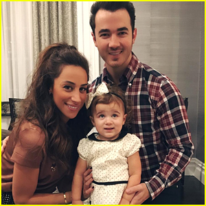 Kevin & Danielle Jonas Find Out If They're Having a Boy or Girl!