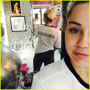 Miley Cyrus Shows Love for Liam Hemsworth With Cute T-Shirt!