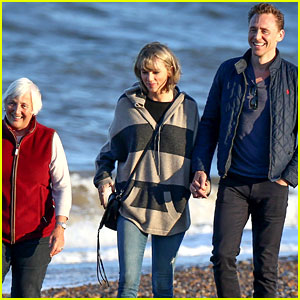 Taylor Swift Goes for Beachside Sunset Stroll with Tom Hiddleston & His Mom!