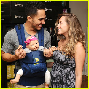 Alexa PenaVega & Husband Carlos Shop For Baby Items!