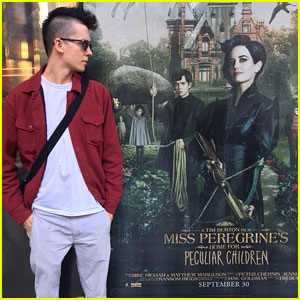 Asa Butterfield Rocks Mohawk While Checking Out 'Miss Peregrine' Poster