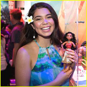 Moana's Auli'i Cravalho Meets New Moana Doll at Comic-Con!