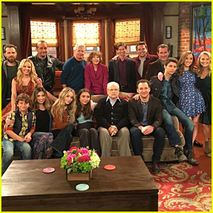 'Girl Meets World' & 'Boy Meets World' Casts Unite For Epic Photo