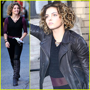 Camren Bicondova Dishes On Selina & Ivy's Role Reversal in 'Gotham'
