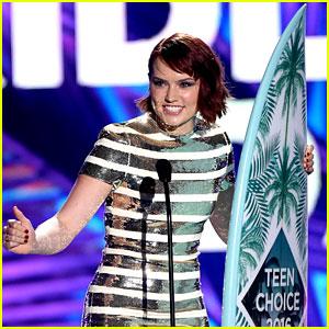 Daisy Ridley Takes Home Breakout Star Award at Teen Choice Awards 2016