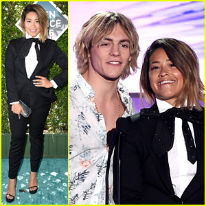 Ross Lynch Presents with Hair Twin Gina Rodriguez at Teen Choice Awards 2016!