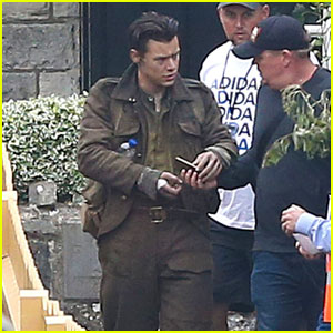 Harry Styles Continues Filming Train Scene for Acting Debut 'Dunkirk'