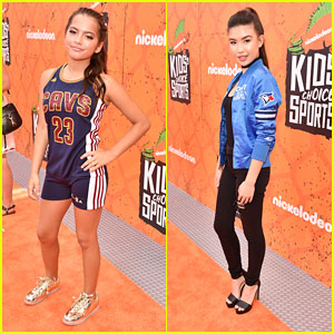 Isabela Moner & Erika Tham Rep Their Fave Teams at Kids Choice Sports Awards 2016