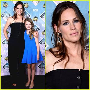 Jennifer Garner & Kiley Rogers Receive Choice Movie: Drama Award at Teen Choice Awards 2016