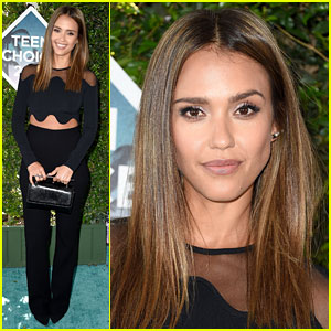 Jessica Alba Is So Chic at Teen Choice Awards 2016!