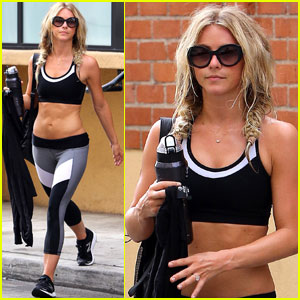 Julianne Hough Has a Snapchat Hang With BFF Arielle Vandenberg