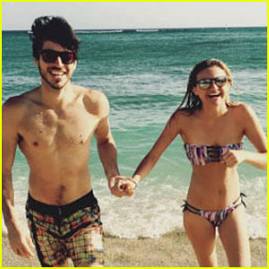 Kelsea Ballerini & Boyfriend Morgan Evans Hit the Beach in Hawaii!