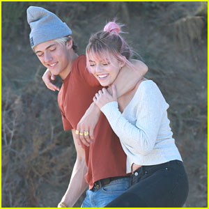 Lucky Blue Smith Joins Sisters For Family Photo Shoot on Beach