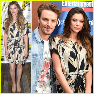 Peyton List & Riley Smith Bring 'Frequency' to Comic-Con 2016