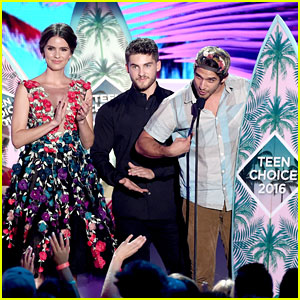 Shelley Hennig & 'Teen Wolf' Win at Teen Choice Awards 2016