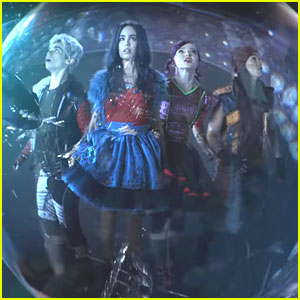 China Anne McClain Perfects Her Evil Laugh In 'Descendants 2' Teaser Trailer
