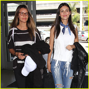 Victoria Justice Flies Out of LA After Sharing New Teen Choice Promo Pic