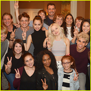 Dove Cameron & Sofia Carson Snap Epic 'Descendants 2' Cast Photo Before Dinner in Vancouver