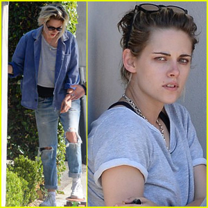 Kristen Stewart Hangs Out With Friends in LA