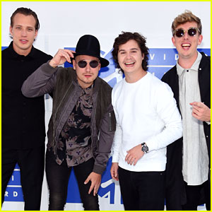 Lukas Graham Hits MTV VMAs 2016 Carpet Before Pre-Show Performance