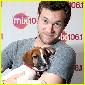 Phillip Phillips Plays With a Puppy Before Private Performance in Pennsylvania