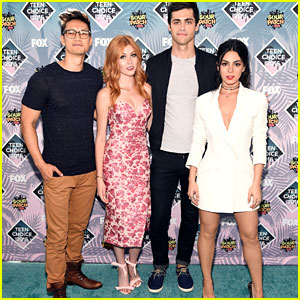 Matthew Daddario & Shadowhunters Cast Pick Up Two Surfboards at Teen Choice Awards 2016!