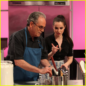 Vanessa Marano Stars on 'Cupcake Wars' Tonight!
