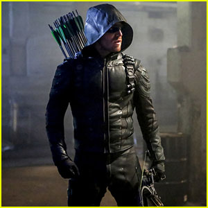 Oliver Recruits a New Team in This Season Five 'Arrow' Trailer!