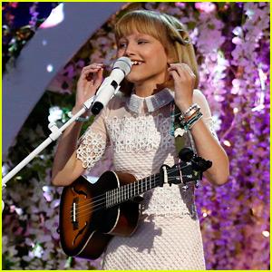 America's Got Talent's Grace VanderWaal Performs Original Song 'Clay' During Finals (Video)
