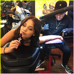 Kelli Berglund Gets First Tattoo After NYFW - See It Here!