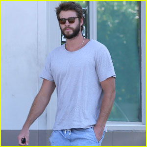 Liam Hemsworth & Miley Cyrus Look So Young in This #TBT Pic!