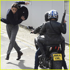 Luke Pasqualino is Almost Hit By a Motorcycle on 'Snatch' Set