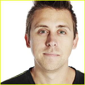 YouTuber Roman Atwood Will Be Skydiving & Vlogging At the Same Time This Weekend!