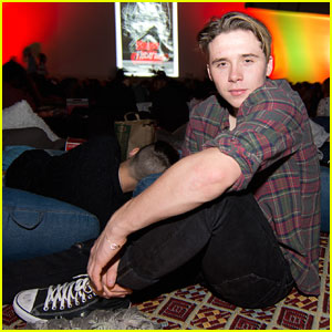 Brooklyn Beckham Attends Final Summer Cinespia Screening with Friends!