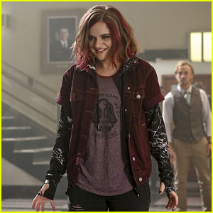 Joey King Makes Her Debut as Magenta on Tonight's 'The Flash'