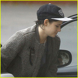 Kristen Stewart Gets Dropped Off By Girlfriend St. Vincent