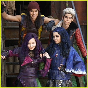 'Descendants' Stars To Take Over Disney Parks' Holiday Specials This Year!