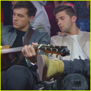 VIDEO: Jake Miller Totally Messes Up Mannequin Challenge With Isabela Moner & More!