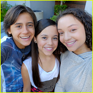 'Stuck In The Middle' Stars Film Their Disney Channel IDs!