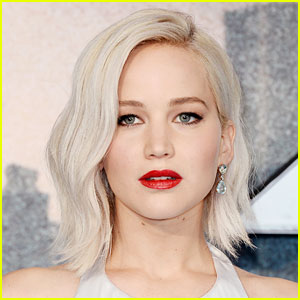 Jennifer Lawrence Calls Up Fans to Encourage Them to Vote!