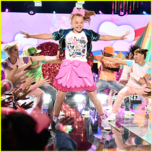 JoJo Siwa Performs 'Boomerang' at Nickelodeon HALO Awards 2016