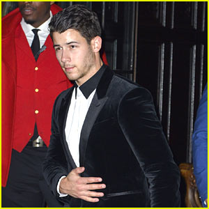 Nick Jonas Gets Out His Tuxedo for the UFC 205 Fight!